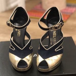 Chanel Pumps - Navy & Gold